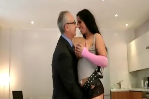 breasty doxy in nylons acquires hawt