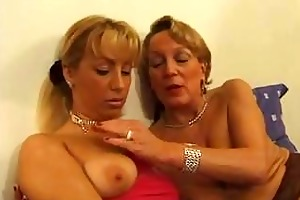 mature french lady getting fisted by a younger
